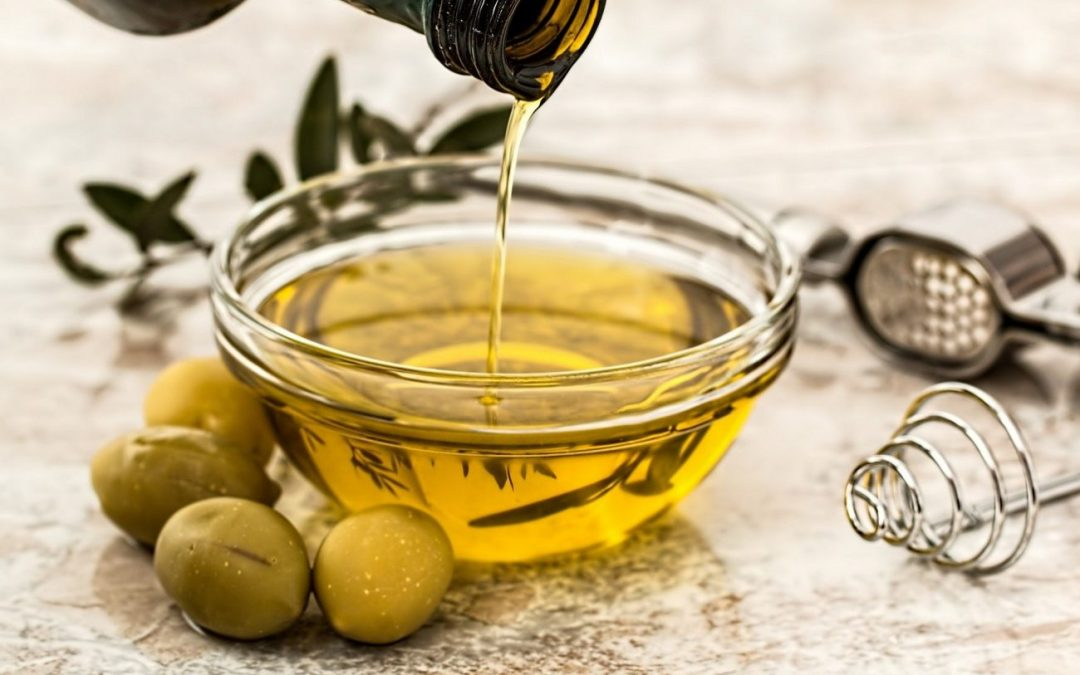 Olio: LILT dona 28.000 bottiglie di extravergine d'oliva a chi ne ha bisogno